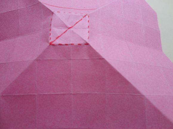沿着中间那条直线把正方形折成成两个三角形