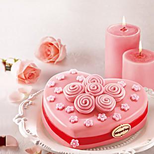 冰淇淋蛋糕,粉色的玫瑰点缀在蛋糕上,是不是很浪漫呢?