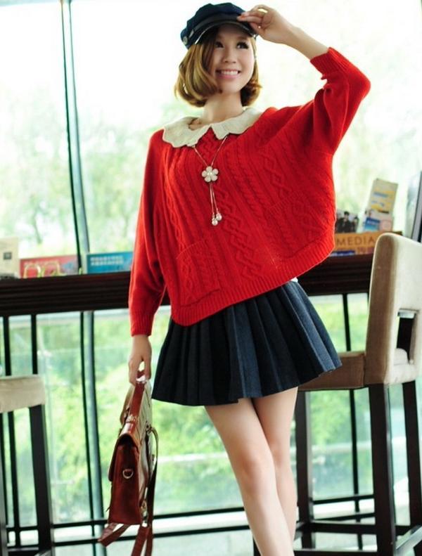 红色的毛衣搭配百褶裙也显得特别好看!
